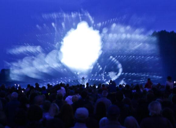 Odwołanie Końca Świata - film okońcu świata wyświetlany na kurtynie wodnej