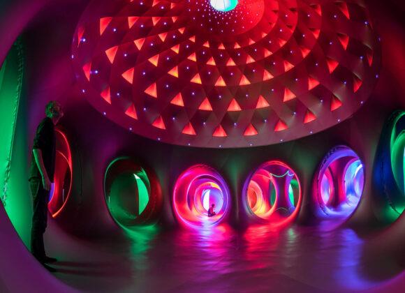 kolorowe wnętrze luminarium Architektów Powietrza