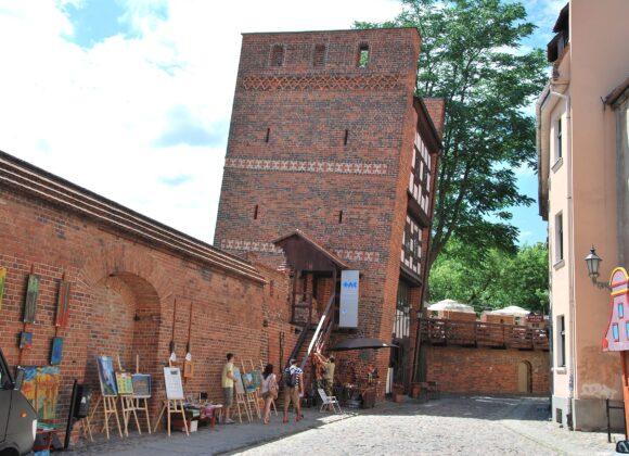 Klub Ucznia. Remont iadaptacja budynku gospodarczego przy ILO oraz Krzywej Wieży